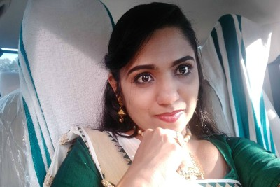 actress-jipsa-beegam-oru-adaar-love-ePathram