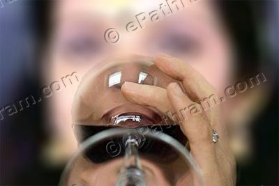kerala-woman-alcohol-abuse-epathram