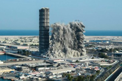 abudhabi-mina-plaza-demolition-in-10-seconds-ePathram
