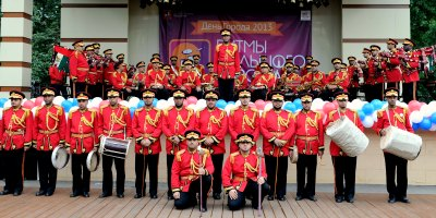 abudhabi-police-band-in-mosco-2013-ePathram
