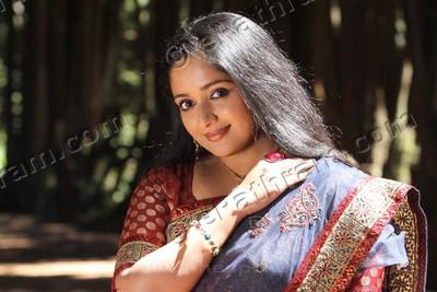 actress-kavya-madhavan-ePathram