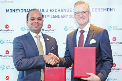 adeeb-ahmed-of-lulu-exchange-sign-with-money-gram-contract-ePathram