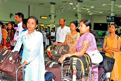 airport-passengers-epathram