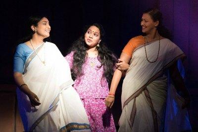 anju-nair-priya-in-bhagna-bhavanam-drama-ePathram.jpg