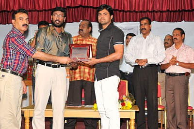batch-award-to-shabir-khan-ePathram