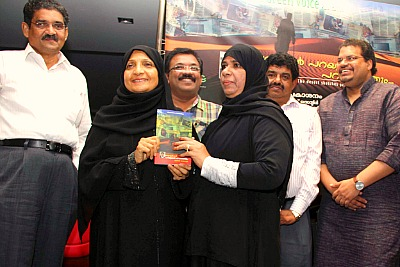 book-release-marubhoomikal-parayunnathu-ePathram