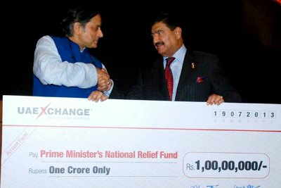 br-shetty-of-uae-exchange-donation-to-national-relief-fund-ePathram