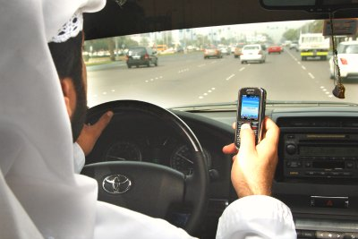 cell-phone-talk-on-driving-ePathram