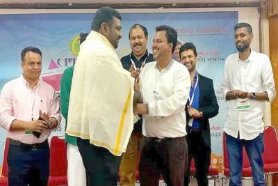 cpt-uae-yuva-karma-award-for-shantha-kumar-ePathram