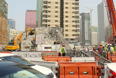 crane-accident-in-abudhabi-ePathram