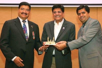 dr-br-shetty-recieve-minister-piyush-goyal-ePathram
