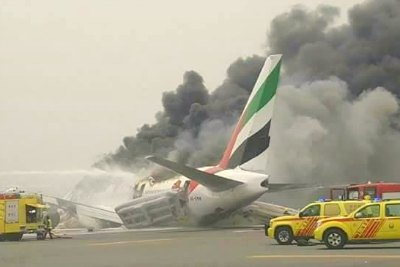 emirates-ek-521-flight-catches-fire-in-dubai-ePathram