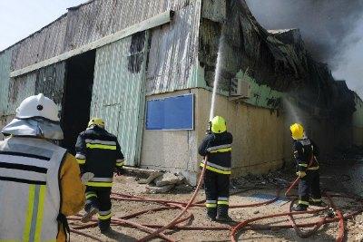 fire-at-abudhabi-meena-zayed-ePathram