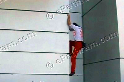 french-spiderman-alain-robert-burj-khalifa-epathram