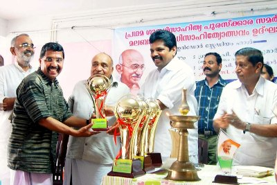 gandhigram-award-for-vtv-damodharan-ePathram