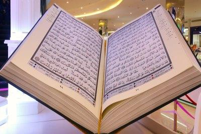 holy-quraan-largest-model-in-abudhabi-ePathram