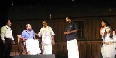 iskandar-mirsa-bhagna-bhavanam-in-ksc-drama-fest-ePathram.jpg