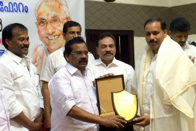 k-karunakaran-memorial-media-award-2015-jaleel-pattambi-ePathram