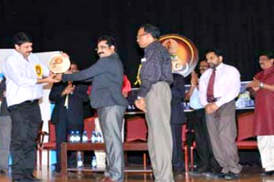 kala-award-to-nikesh-kumar-ePathram
