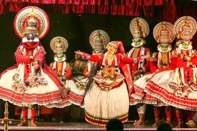 kala-mandalam-gopi-margi-vijayakumar-bhavathrayam-kadhakali-ePathram