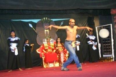 kalabhavan-jenson-with-fire-dance-ePathram
