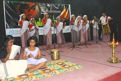 kera-kathir-manikal-folk-song-ePathram