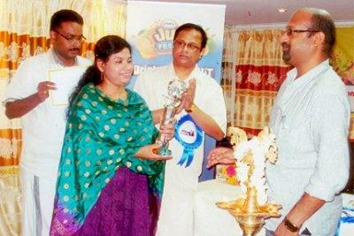 kummatti-literary-award-2012-for-leena-ePathram