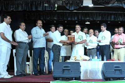 mehaboobe-millath-award-to-rashid-poomadam-ePathram