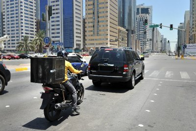 motor-cycle-in-abudhabi-ePathram