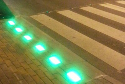 new-smart-traffic-signals-for-pedestrians-in-dubai-ePathram