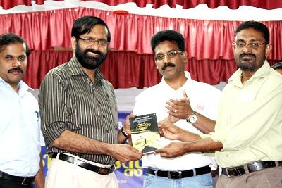 njaan-pravasiyude-makan-book-release-ePathram