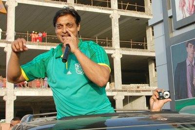 pace-bowler-shuhaib-akhtar-in-abudhabi-wicket-dhamaka-ePathram