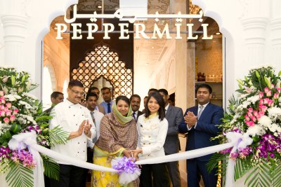 peppermill-inaugurate-chef-dilip-johri-shafina-yousef-ali-with-nikita-gandi-ePathram