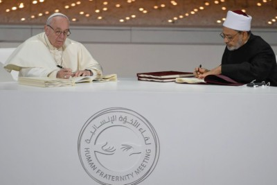 pope-francis-sign-human-fraternity-meet-abudhabi-ePathram