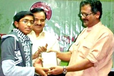 psv-award-by-artist-babu-annur-ePathram