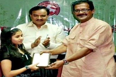 psv-award-to-gopika-dinesh-ePathram