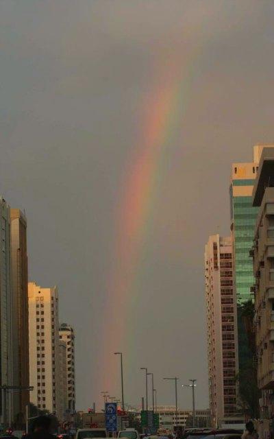 rainbow-in-concrete-jungle-abudhabi-ePathram