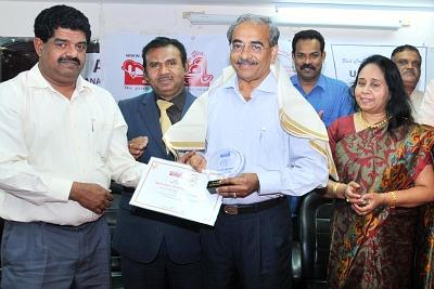 sahrudhaya-award-2012-to-kv-shamsudheen-ePathram