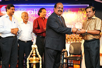 samajam-award-for-safarulla-palappetty-epathram