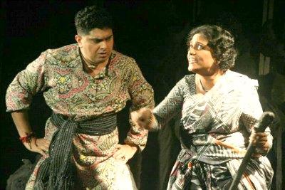 shabu-jeena-rajeev-in-nagamandala-suveeran-drama-at-ksc-2013-ePathram