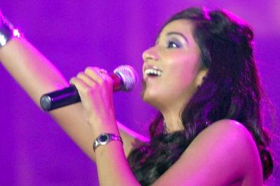 shreya-ghoshal-live-concert-abudhabi-ePathram