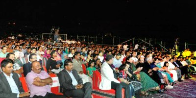 shreya-qatar-show-2012-audiance-ePathram