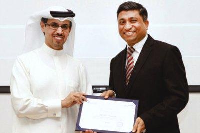 uae-exchange-get-dubai-chamber-award-ePathram