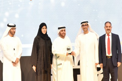uae-exchange-grabs-emiratization-award-ePathram