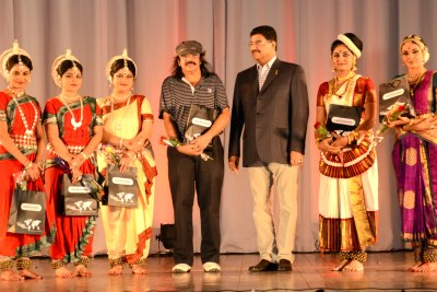 uae-exchange-soorya-fest-performers-dr-br-shetty-ePathram