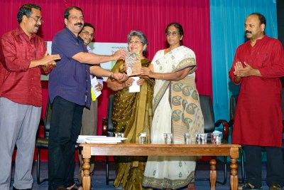 vaikunneram-book-release-by-ov-usha-ePathram