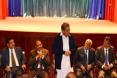 vayalar-ravi-ma-yusuf-ali-with-ambassador-ePathram