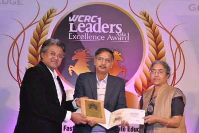 wcrc-leaders-award-for-gulf-medical-univercity-ePathram