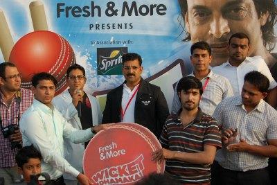 wicket-dhamaka-best-bowler-award-ePathram