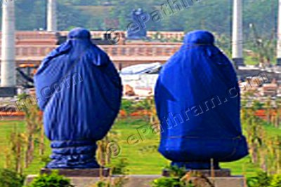 mayawati-statues-covered-epathram